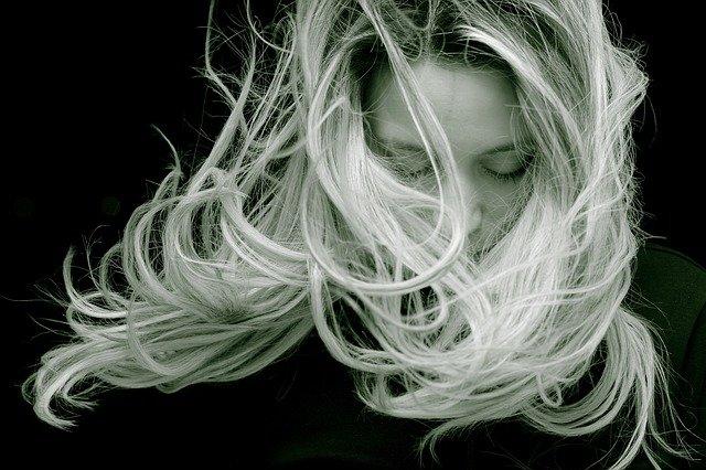 Eau de riz cheveux : Les Bienfaits de ce remède naturel