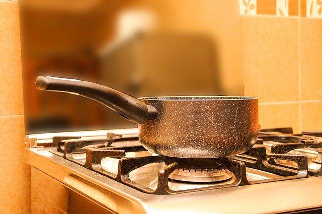 Comment nettoyer une casserole brulée : nos astuces?