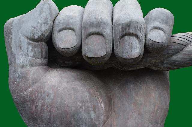 Tache blanche sur les ongles : Tout savoir sur la mycose ongle main
